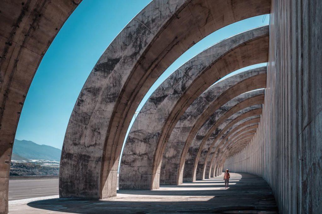 architechture imposante dans un pays chaud