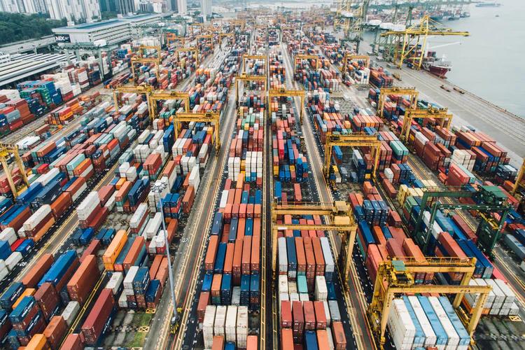 container sur un port industrielle